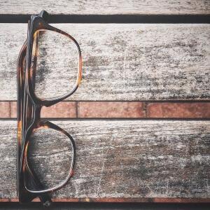 grayscale_lunettes_bois